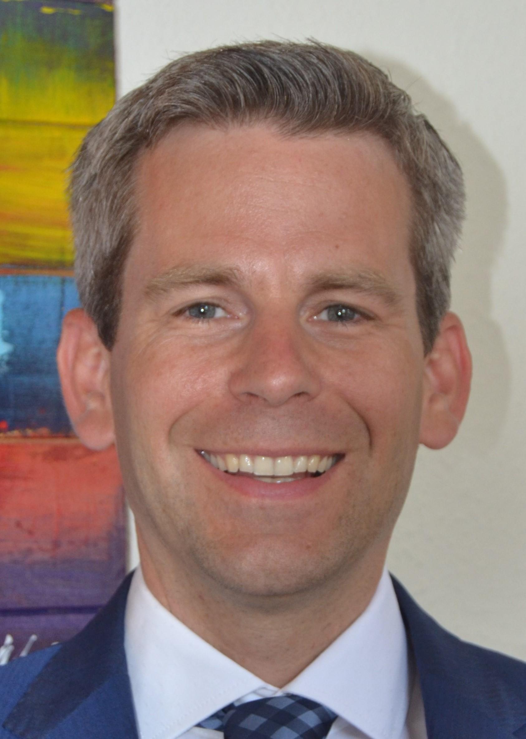 Notar Dr. Peter Karlsruhe